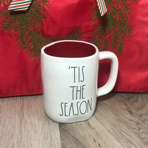"""Rae Dunn """"TIS THE SEASON"""" Christmas Mug NWT"""